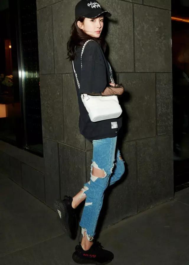 Sao Hoa ngu mac jeans rach anh 3