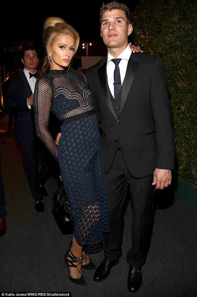 Paris Hilton gia dan hon ban trai tren tham do hinh anh 3