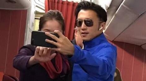 Ta Dinh Phong tuoi tan sau khi dap tra tin don chia tay Vuong Phi hinh anh