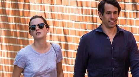 Emma Watson gian di dao pho voi ban trai doanh nhan hinh anh
