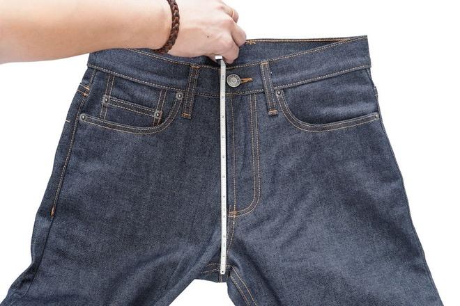 Cach chon quan jeans nam phu hop voi voc dang hinh anh 1