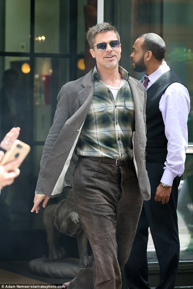 Brad Pitt tuoi tinh hau ly hon anh 1