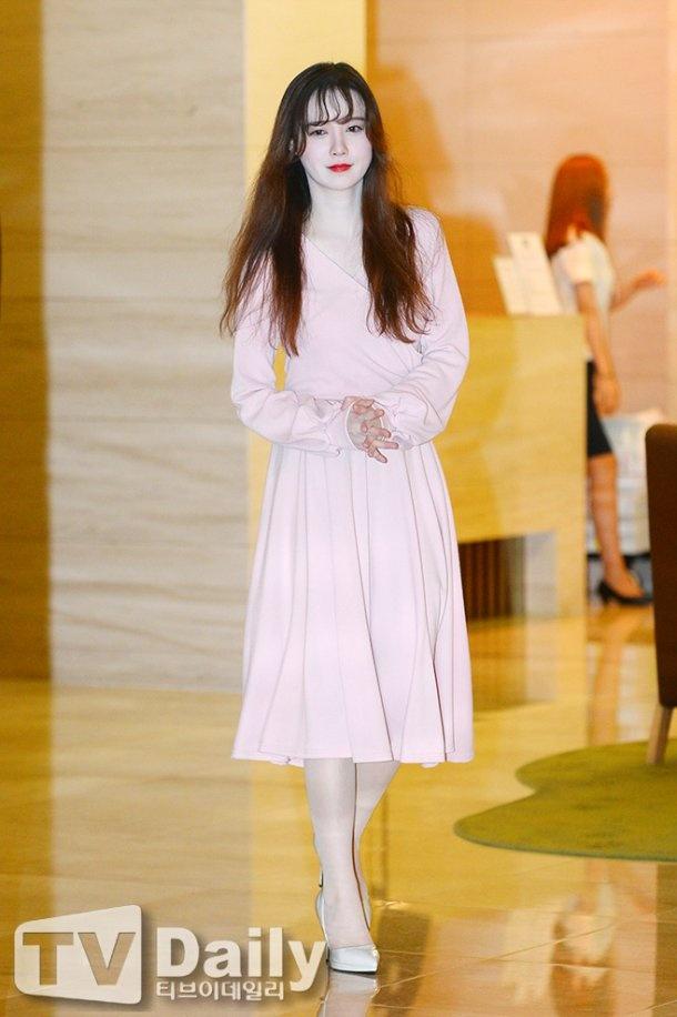 'Nang Co' Goo Hye Sun trat phan qua da khien mat trang bech hinh anh 1