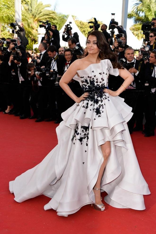 Nhung lan hoa hau dep nhat the gioi toa sang o Cannes hinh anh 5