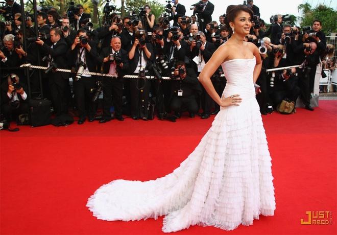 Nhung lan hoa hau dep nhat the gioi toa sang o Cannes hinh anh 11