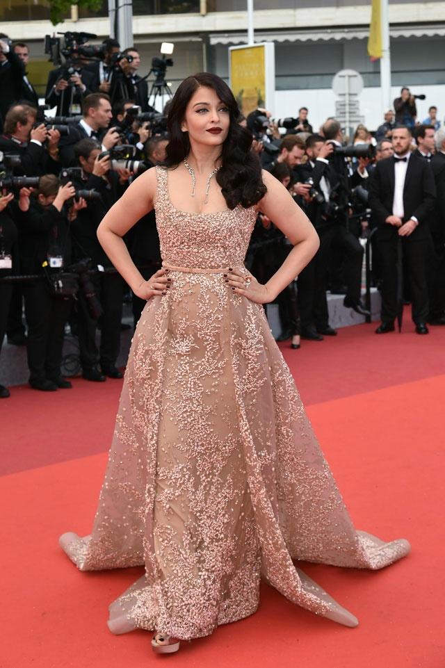 Nhung lan hoa hau dep nhat the gioi toa sang o Cannes hinh anh 4