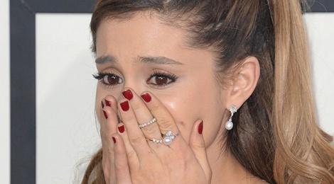 Ariana Grande len tieng ve vu no bom tai concert hinh anh