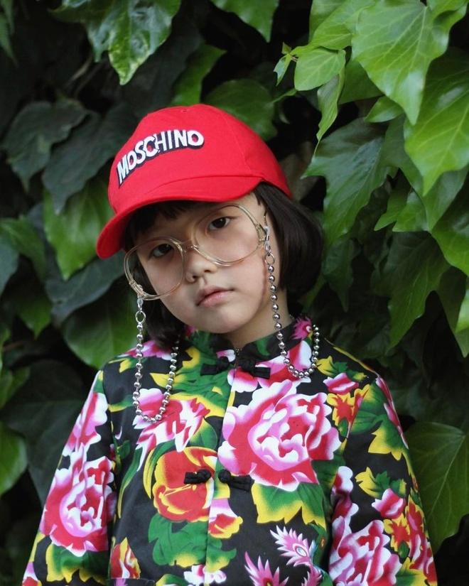 Co be fashionista nhi gay bao cong dong mang anh 1