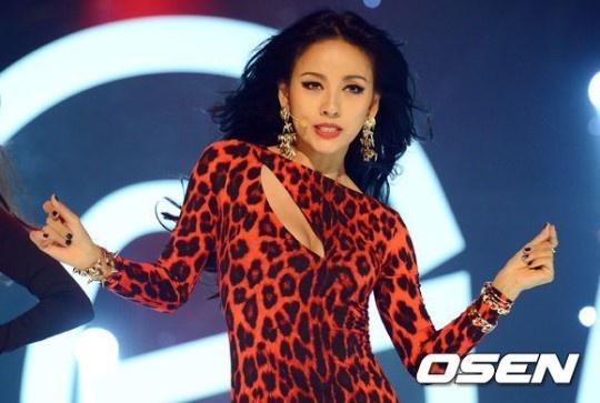 Nu hoang sexy Lee Hyori tro lai sau 4 nam hinh anh