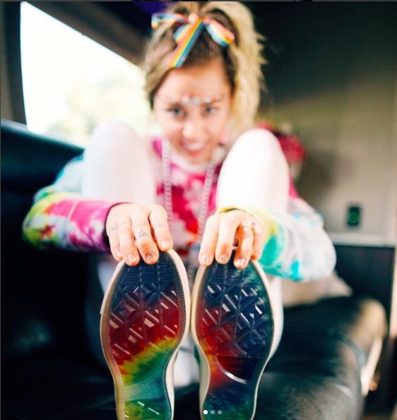 Miley Cyrus ra mat dong giay moi cung Converse anh 1