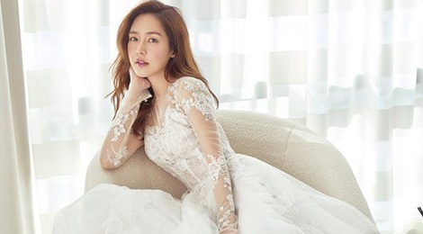 'Nu hoang tuyet' Sung Yuri quyen ru voi vay cuoi hinh anh