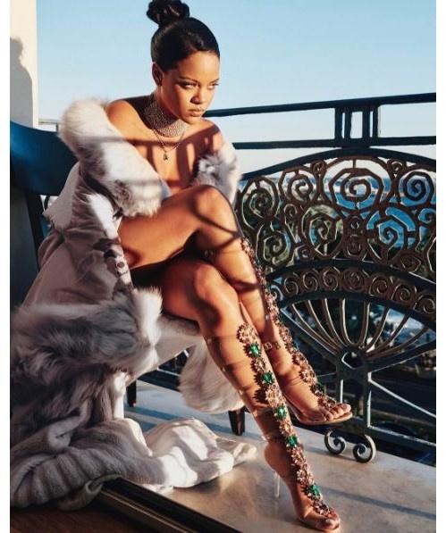 Rihanna tiep tuc hop tac cung Manolo Blahnik trong chien dich moi hinh anh 2