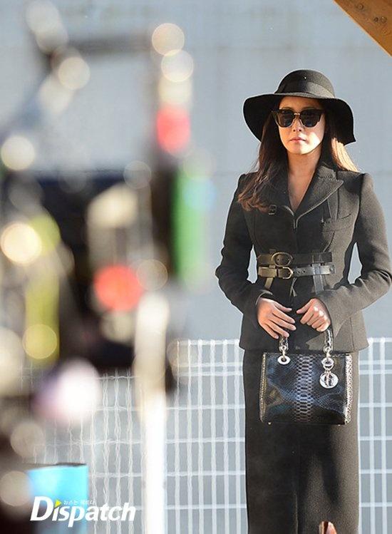 Kim Hee Sun sang chanh tren truong quay phim moi hinh anh 2