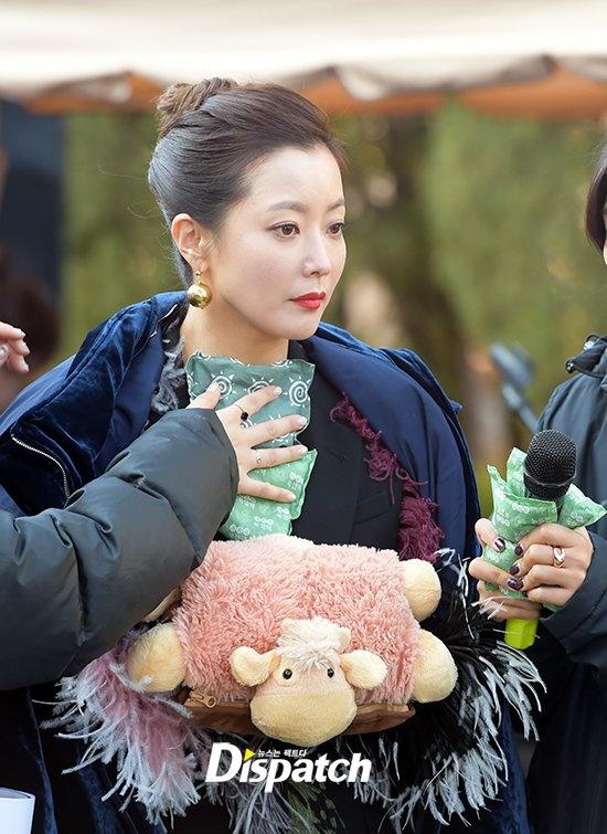 Kim Hee Sun sang chanh tren truong quay phim moi hinh anh 3