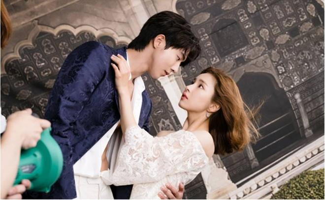 Shin Se Kyung va kieu nu Kpop Krystal lam tinh dich trong phim moi hinh anh 4