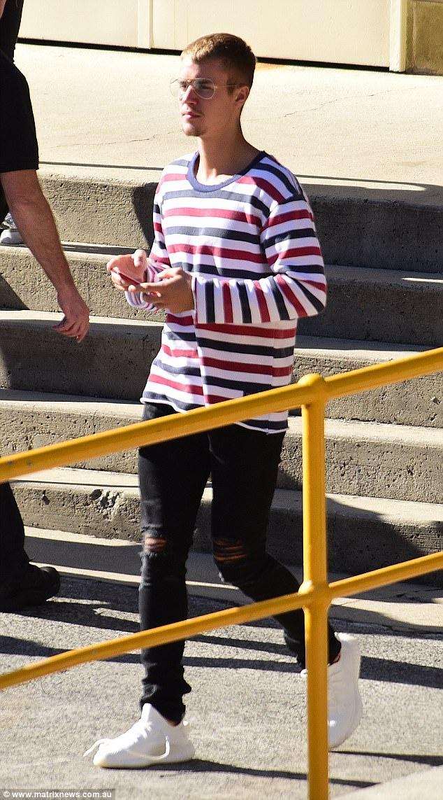 Justin Bieber xuong sac, mac ao co My chao mung quoc khanh hinh anh 2