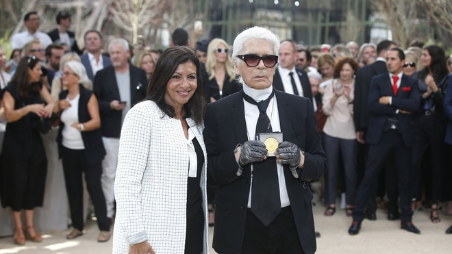 Chanel mang thap eiffel den show dien couture 2017 anh 4