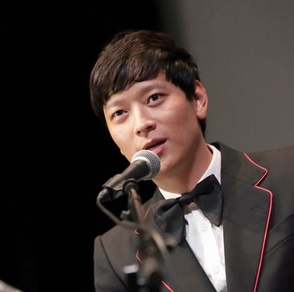 Fan tranh luan clip Kang Dong Won bi xin tien o My hinh anh 2