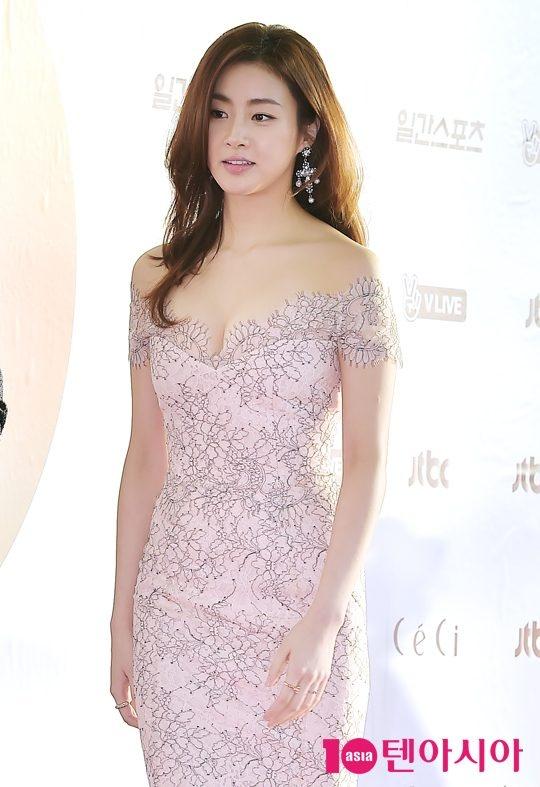 Ban trai cu cua Song Hye Kyo cung mai me yeu duong hinh anh 3