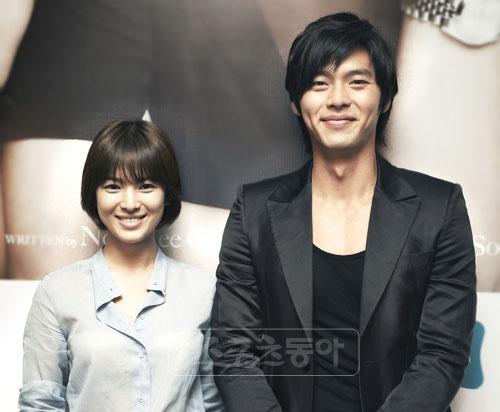 Ban trai cu cua Song Hye Kyo cung mai me yeu duong hinh anh 1