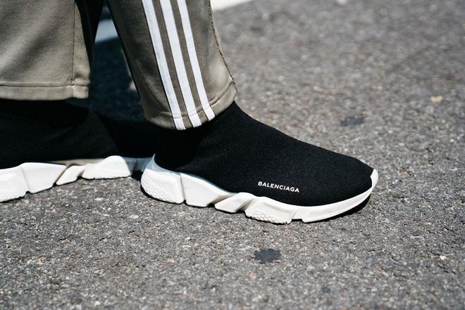 Nhung mau giay sneaker an tuong tai tuan le thoi trang the gioi hinh anh 1