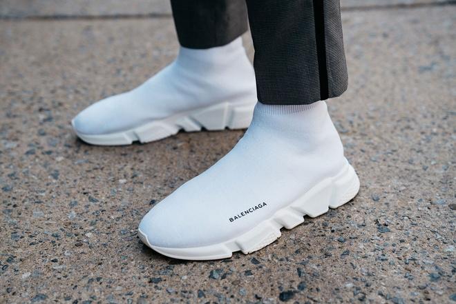 Nhung mau giay sneaker an tuong tai tuan le thoi trang the gioi hinh anh 2