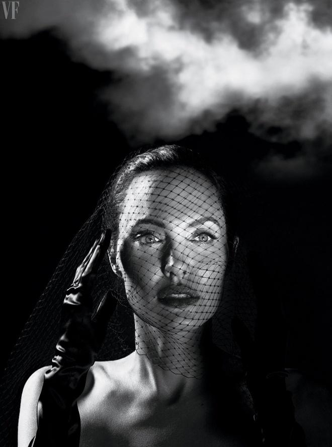 Angelina Jolie dep sac sao trong bo anh moi hinh anh 5