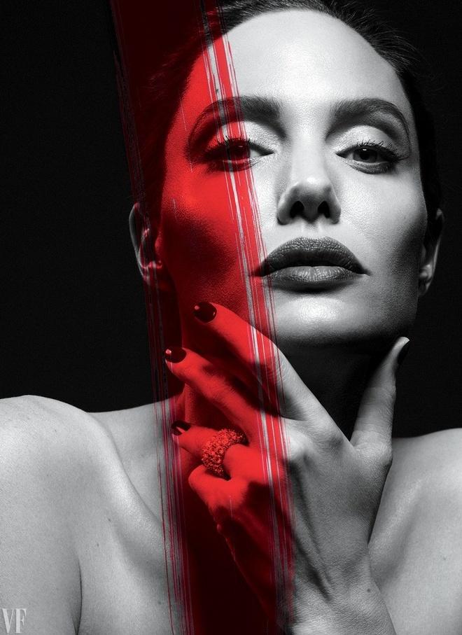 Angelina Jolie dep sac sao trong bo anh moi hinh anh 2