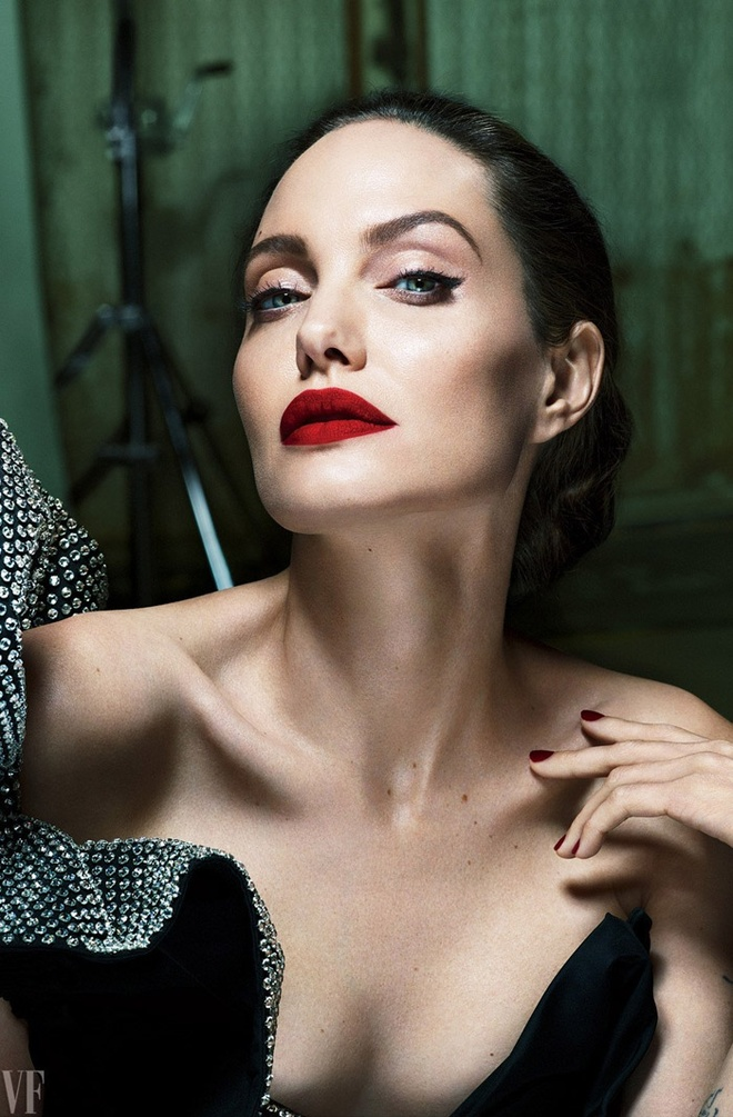 Angelina Jolie dep sac sao trong bo anh moi hinh anh 3