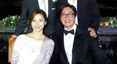 Vo Bae Yong Joon mang bau lan hai hinh anh