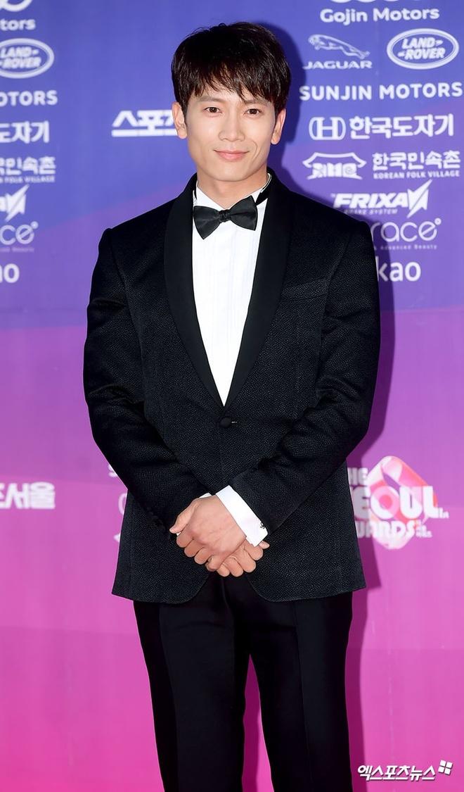 Dan my nhan dien anh Han khoe sac tai tham do The Seoul Awards anh 13