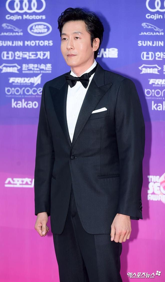 Dan my nhan dien anh Han khoe sac tai tham do The Seoul Awards anh 12