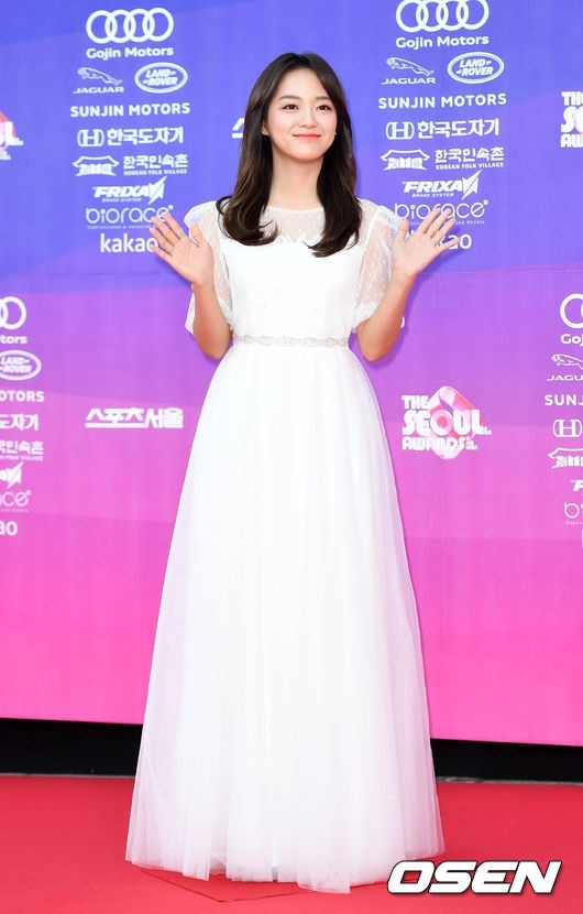 Dan my nhan dien anh Han khoe sac tai tham do The Seoul Awards anh 9