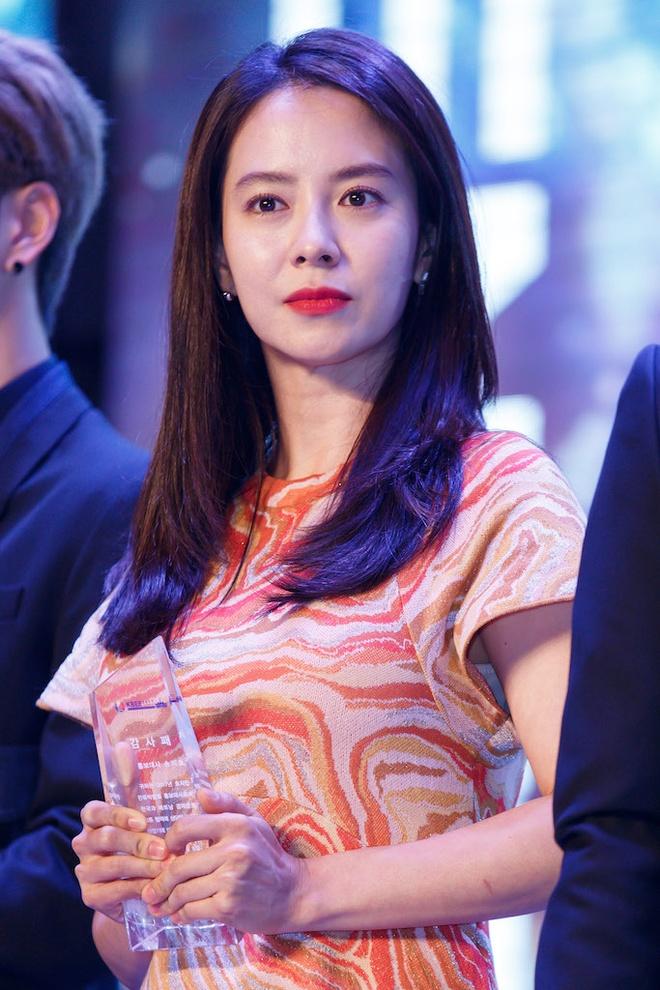 Song Ji Hyo va iKon xuat hien rang ro tai Viet Nam hinh anh 2