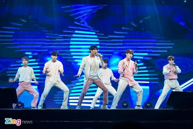 T-Ara, TEEN TOP cung Soobin Hoang Son hoi tu tren san khau hinh anh 4