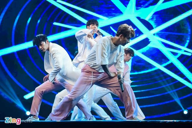 T-Ara, TEEN TOP cung Soobin Hoang Son hoi tu tren san khau hinh anh 5