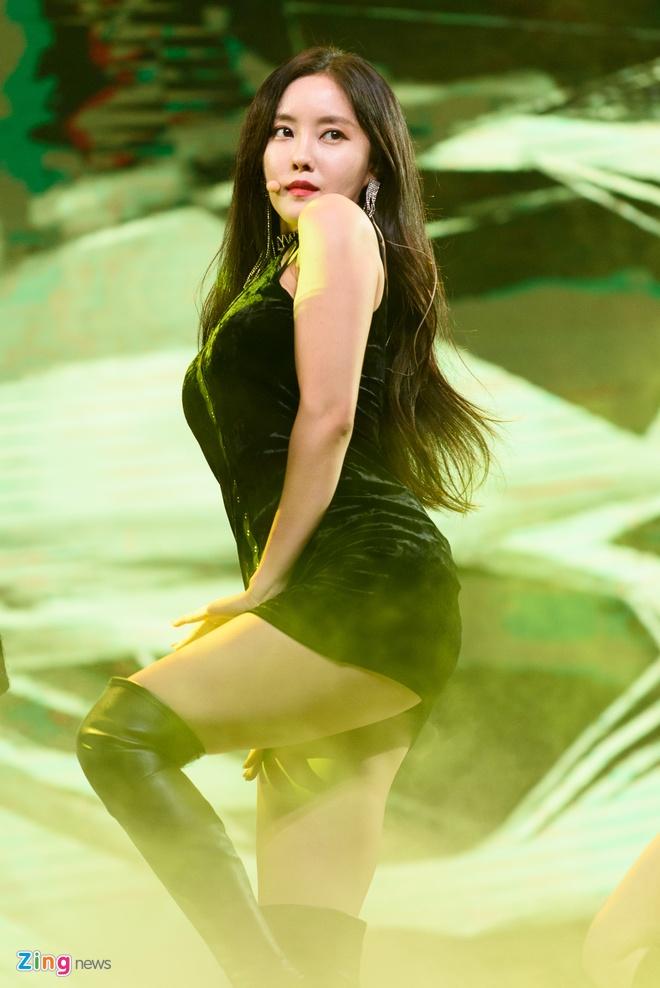 T-Ara, TEEN TOP cung Soobin Hoang Son hoi tu tren san khau hinh anh 9