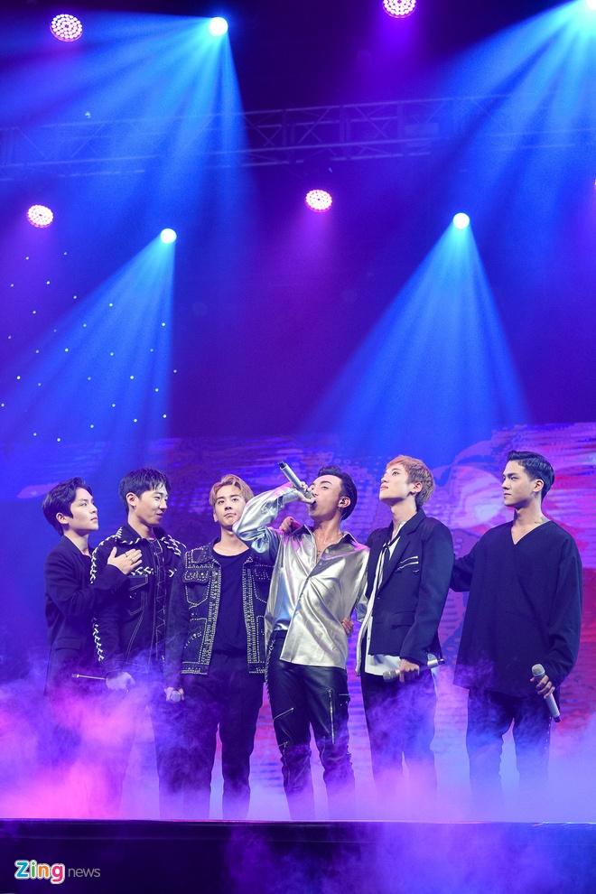 T-Ara, TEEN TOP cung Soobin Hoang Son hoi tu tren san khau hinh anh 14