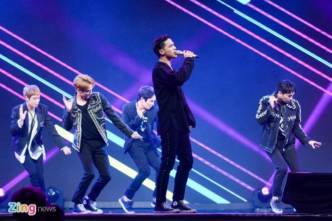 T-Ara, TEEN TOP cung Soobin Hoang Son hoi tu tren san khau hinh anh 15