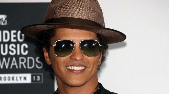 Bruno Mars vang mat van boi thu giai thuong tai AMA 2017 hinh anh 1