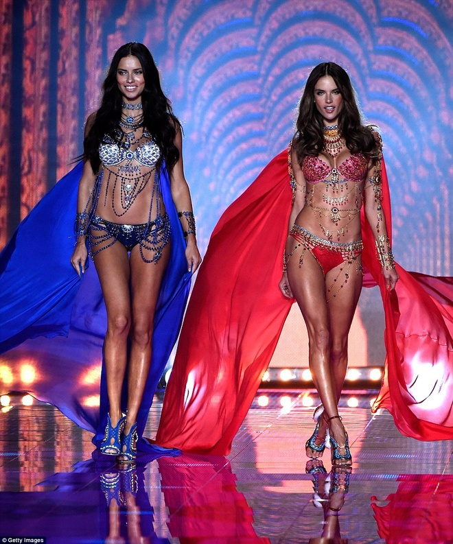 Chang duong 17 nam cung Victoria's Secret cua Alessandra Ambrosio hinh anh 13