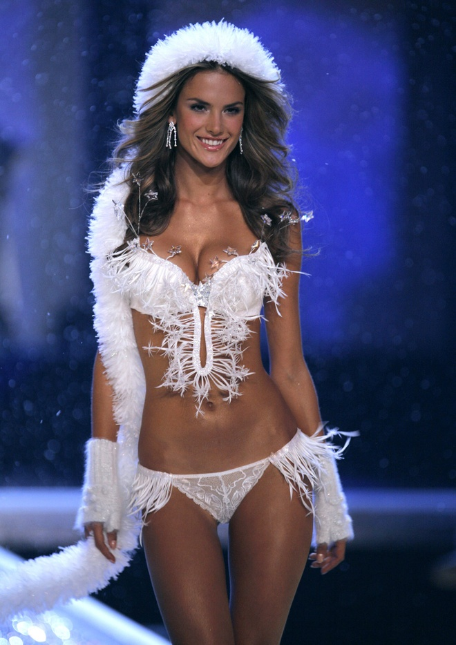 Chang duong 17 nam cung Victoria's Secret cua Alessandra Ambrosio hinh anh 5