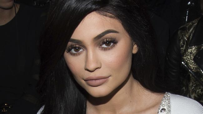 Trao luu trang diem moi teu quyen ru giong Kylie Jenner hinh anh 3