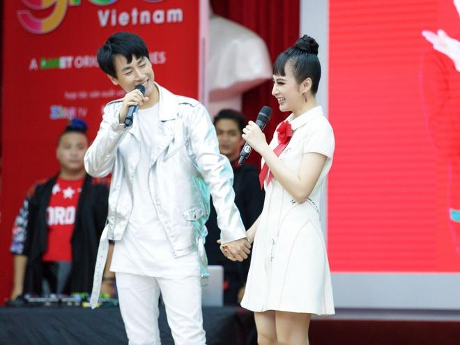 Rocker Nguyen: 'Nu hon voi Angela Phuong Trinh la dang nho nhat' hinh anh 2