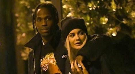 Kylie Jenner lo lang ban trai khong chung thuy trong luc co mang bau hinh anh