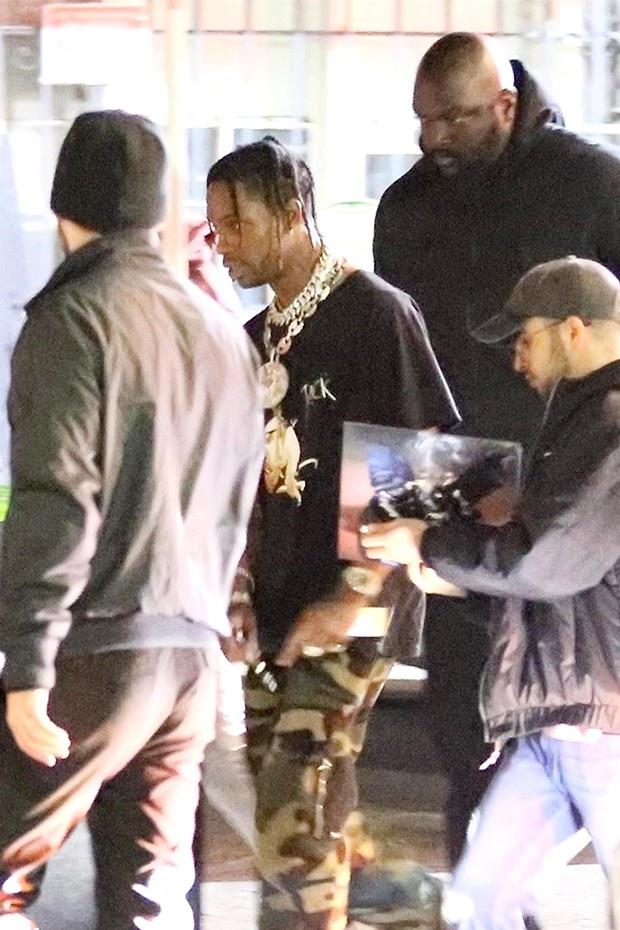 Kylie Jenner lo lang ban trai khong chung thuy trong luc co mang bau hinh anh 1