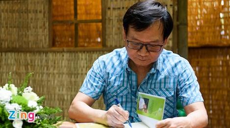 Doc gia xep hang tu sang som de nhan chu ky nha van Nguyen Nhat Anh hinh anh