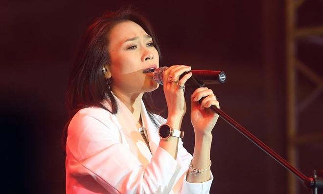 My Tam lot vao Billboard: Binh thuong hay dang tu hao? hinh anh