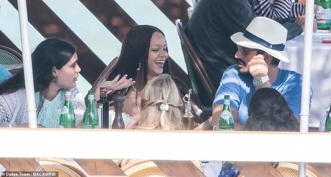 Rihanna va ban trai ty phu tinh tu khi nghi duong o Italy hinh anh 2