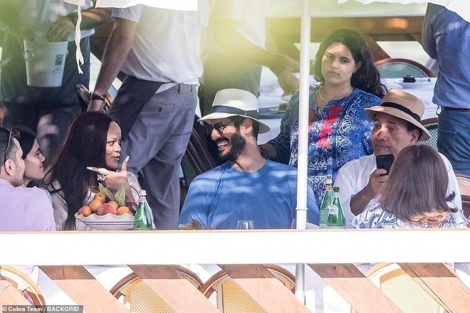 Rihanna va ban trai ty phu tinh tu khi nghi duong o Italy hinh anh 7